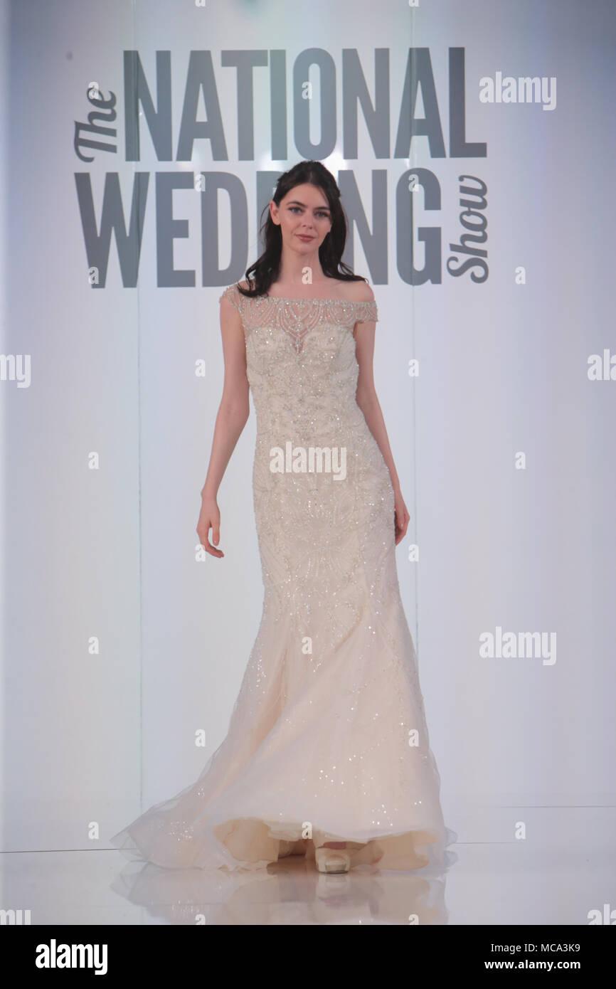 Erfreut Kleider April Hochzeit Ideen - Brautkleider Ideen - cashingy ...