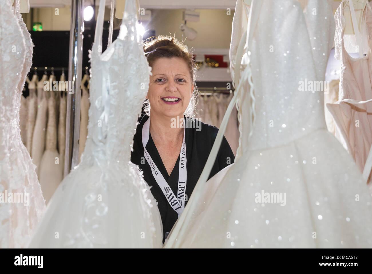 Großartig Ungewöhnliche Kleider Für Hochzeitsgäste Zeitgenössisch ...