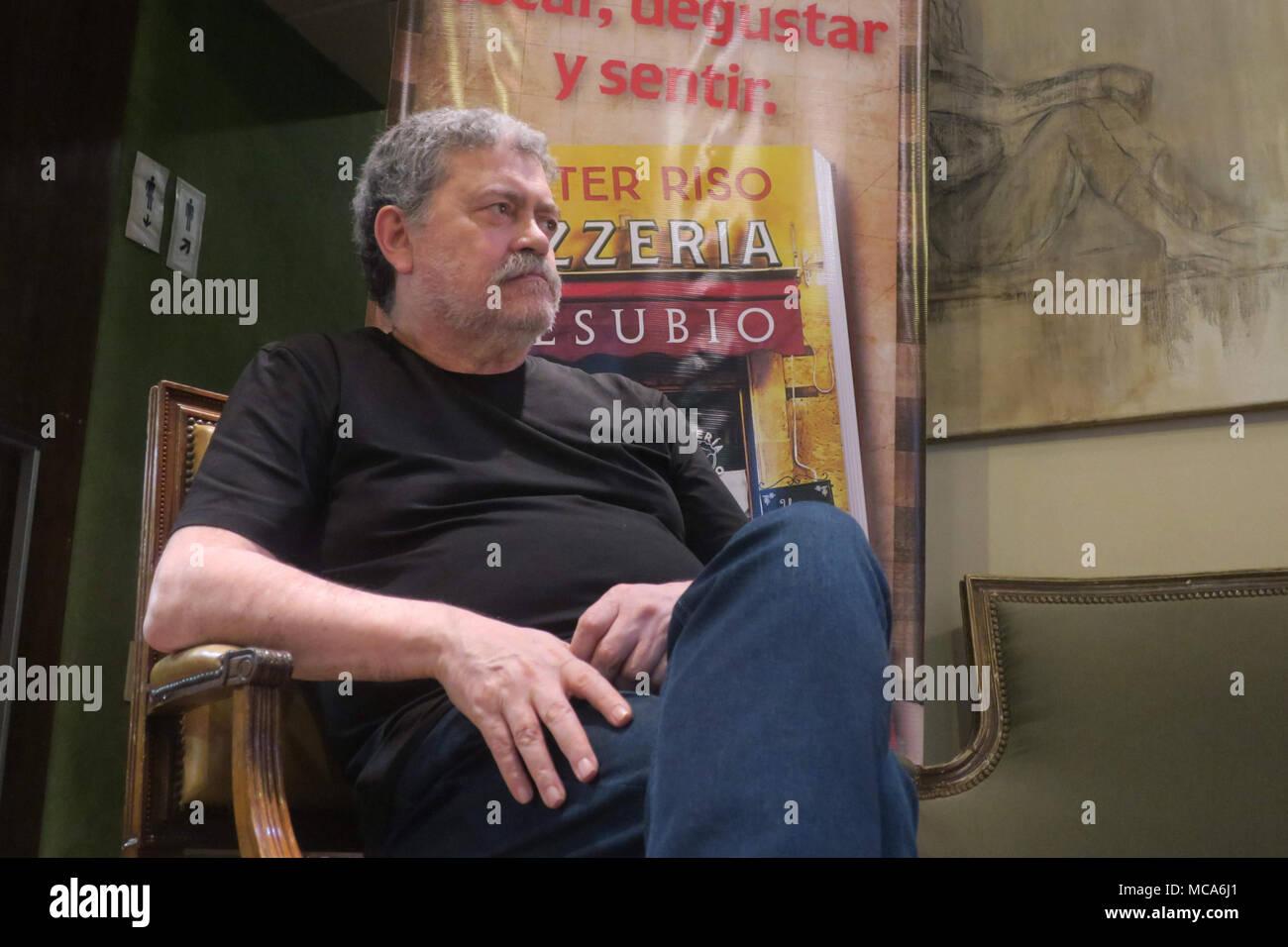"""Italienische Schriftsteller Walter Riso spricht bei der Einführung seines neuen Buches """"Pizzería Vesubio"""" in Buenos Aires, Argentinien, am 14. April 2018 (11. April 2018 erteilt). EFE/Rodrigo García Stockbild"""