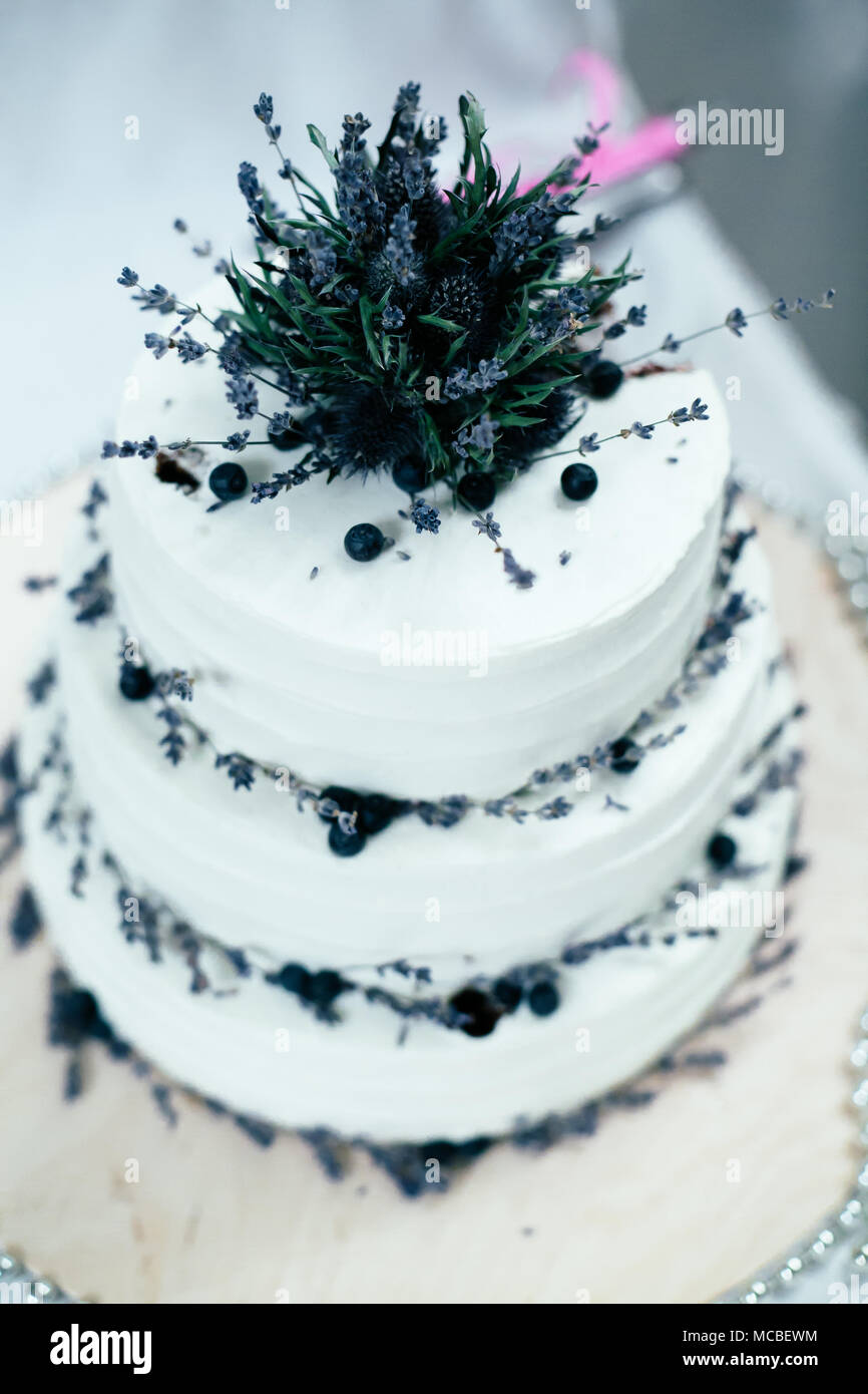 Hochzeit Weiss Kuchen Mit Blaubeeren Dekoriert Mit Lavendel