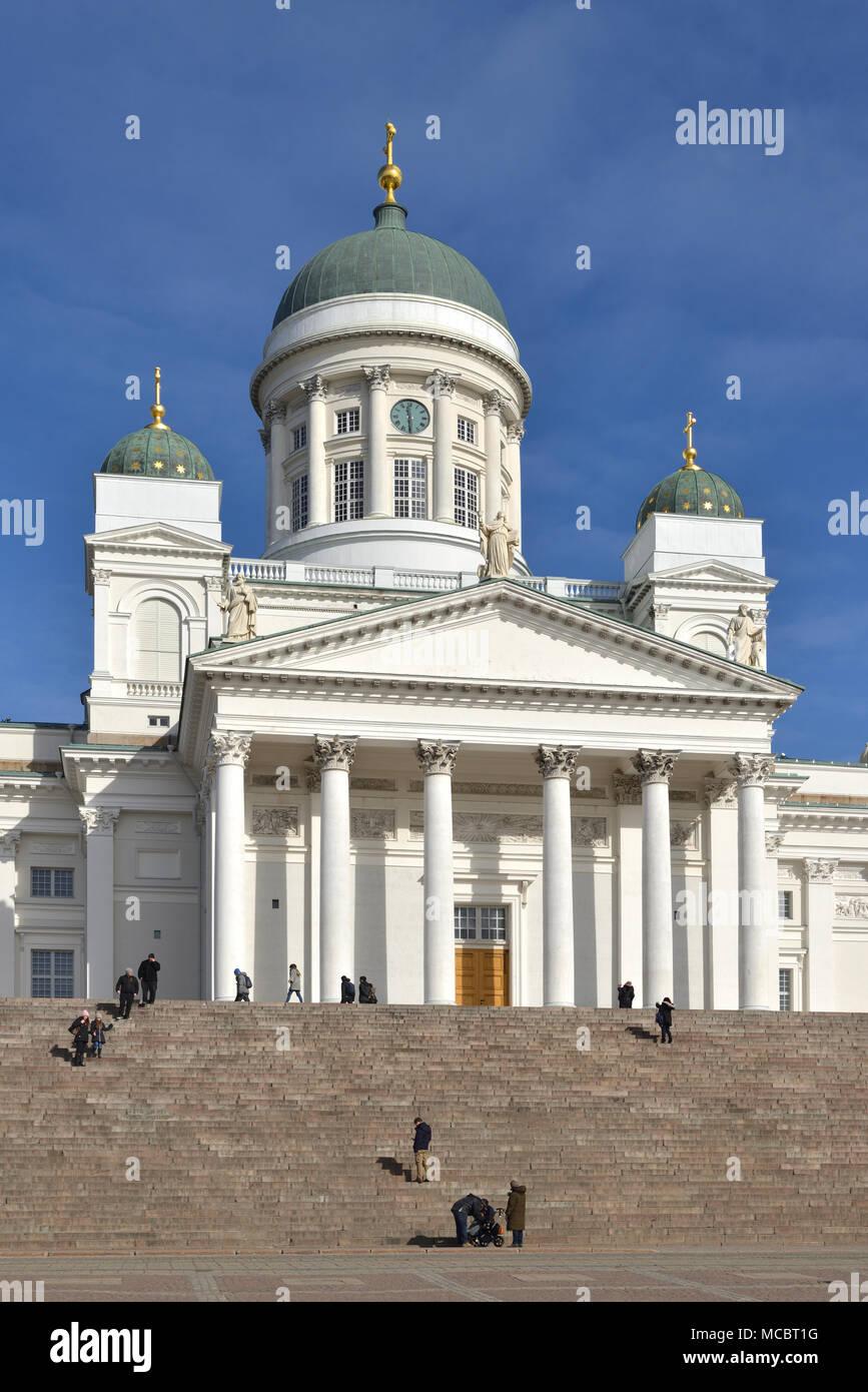 Finnische Evangelisch-lutherische Kathedrale der Diözese von Helsinki, in der Nähe von Kruununhaka im Frühjahr entfernt Stockfoto