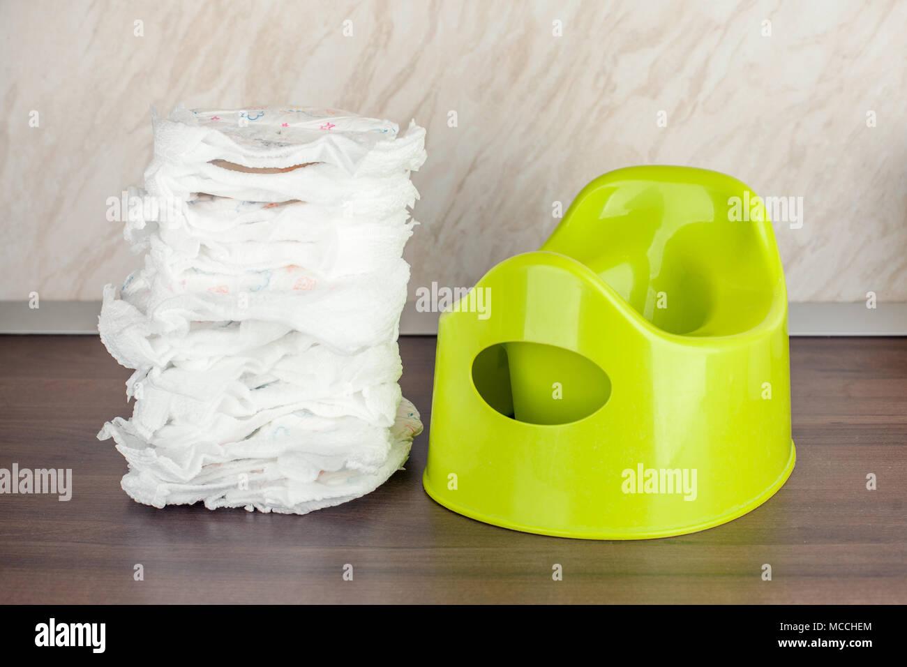 Kinder Wc Topf Grün Und Windeln Das Konzept Der Bewegten Das Baby