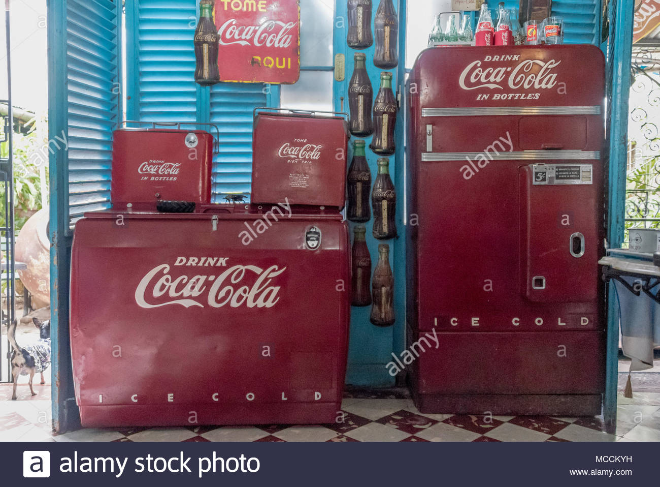 Kühlschrank Coca Cola : Alte coca cola kühlschrank bei ileana sanchez und joel jover haus