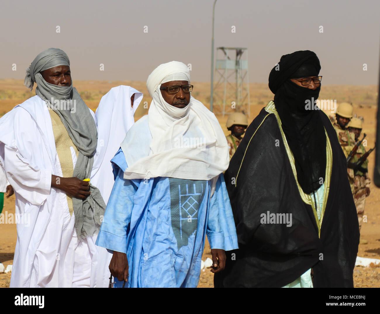 Würdenträger in der Eröffnungszeremonie der Musketen 2018 Agadez, Niger am 11. April, 2018. Flintlock ist eine jährliche, Afrikanische-led, integrierten militärischen und polizeilichen Übung, gestärkt hat Key Partner nation Kräfte in Nord und West Afrika sowie West Special Operations Forces seit 2005. Stockbild