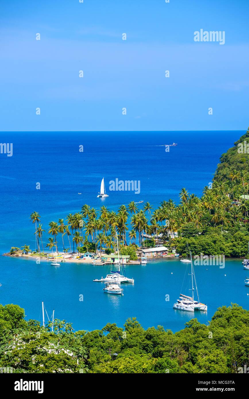 Marigot Bay, St. Lucia, Karibik. Tropischen Bucht und Strand in exotischen und Paradies Landschaft. Marigot Bay liegt an der Westküste der entfernt Stockbild