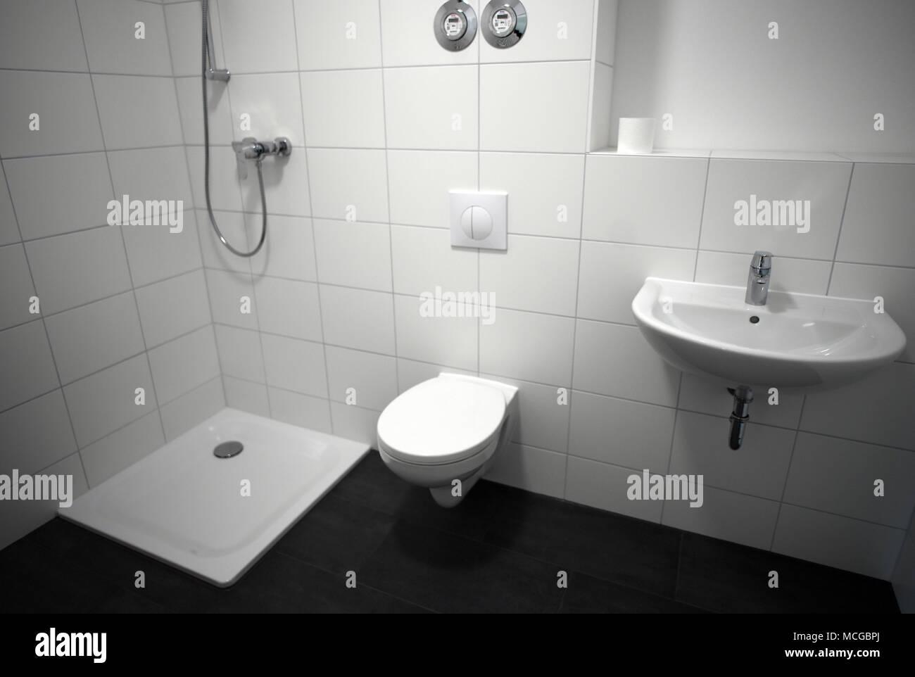 16 April 2018, Deutschland, Berlin: Das Badezimmer eines so ...