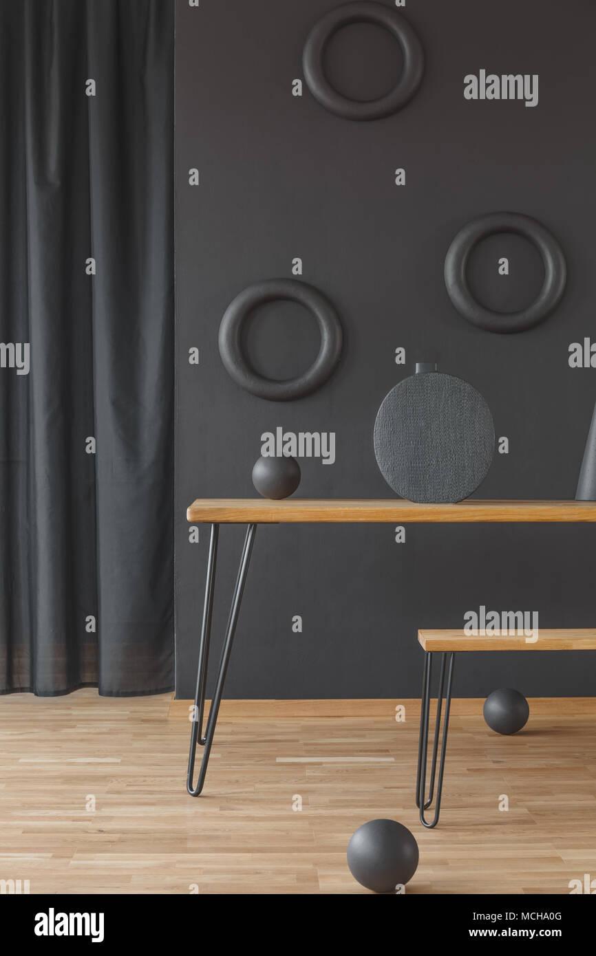 Holz  Haarnadel Tabelle Und Eine Passende Sitzbank In Schwarz Esszimmer  Interieur Mit Runde Wand Dekoration