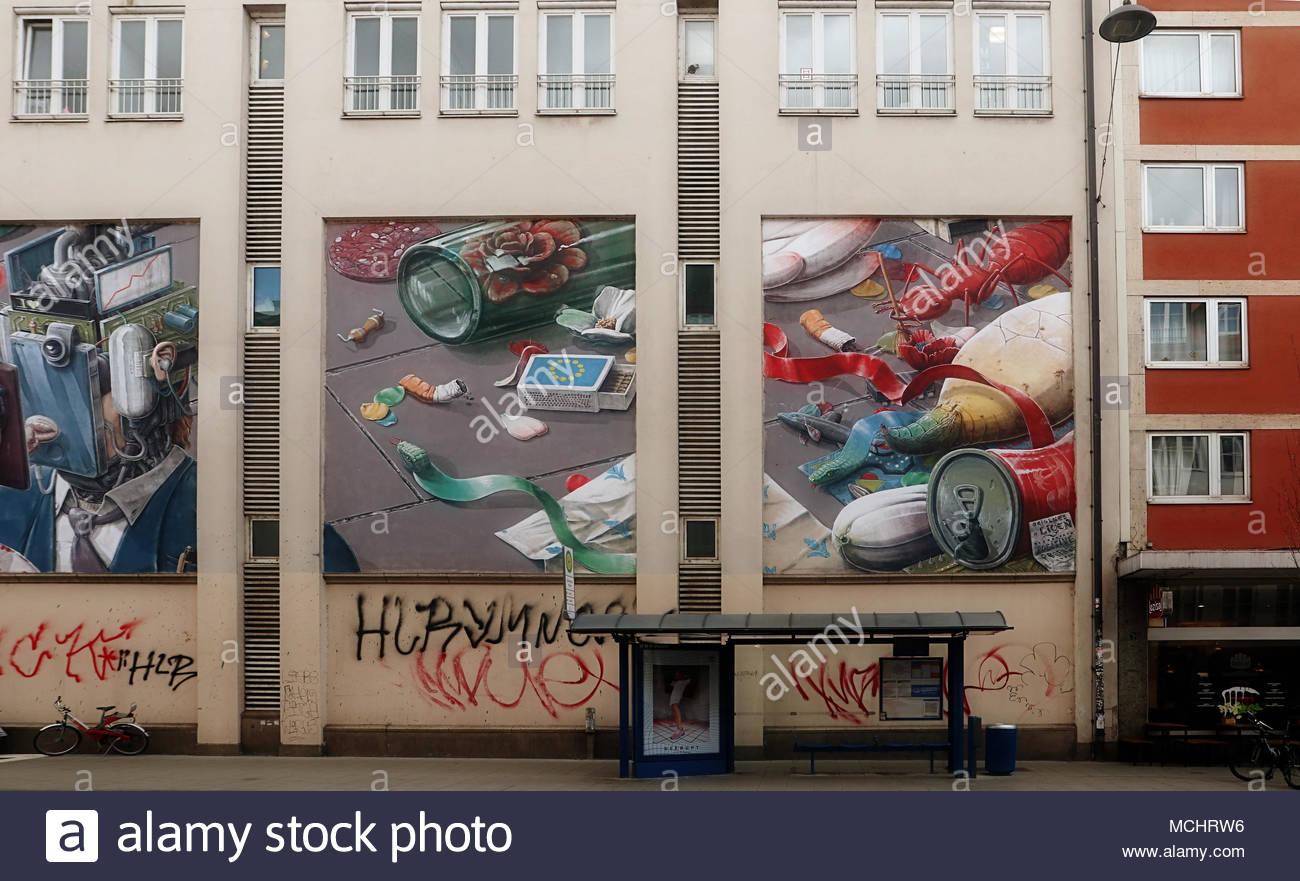 street art in m nchen corneliusstra e gro e gem lde ber m ll von den spanischen k nstler. Black Bedroom Furniture Sets. Home Design Ideas