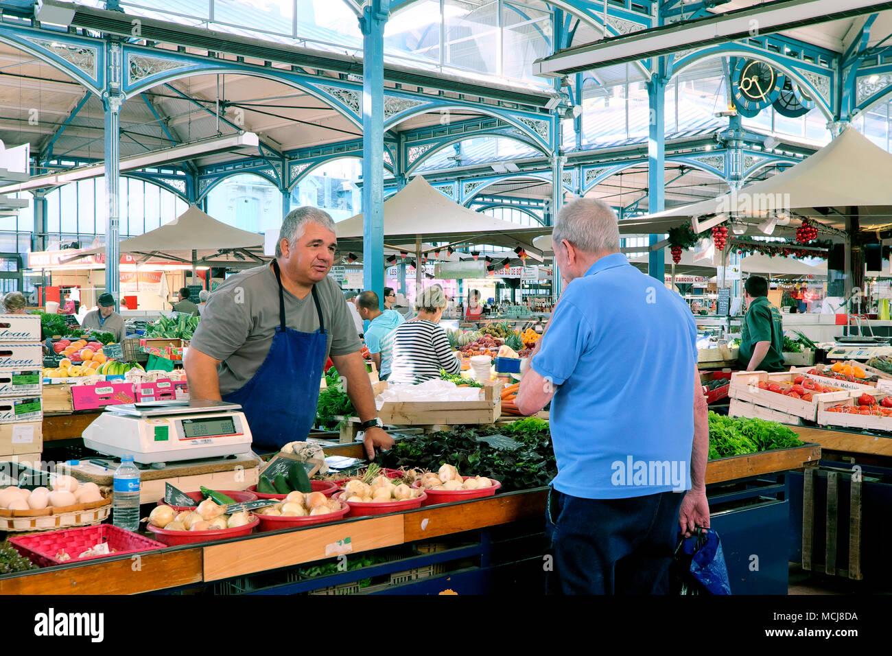 Die Indoor Halle/Les Halles Markt, Dijon, Burgund, Frankreich Stockbild