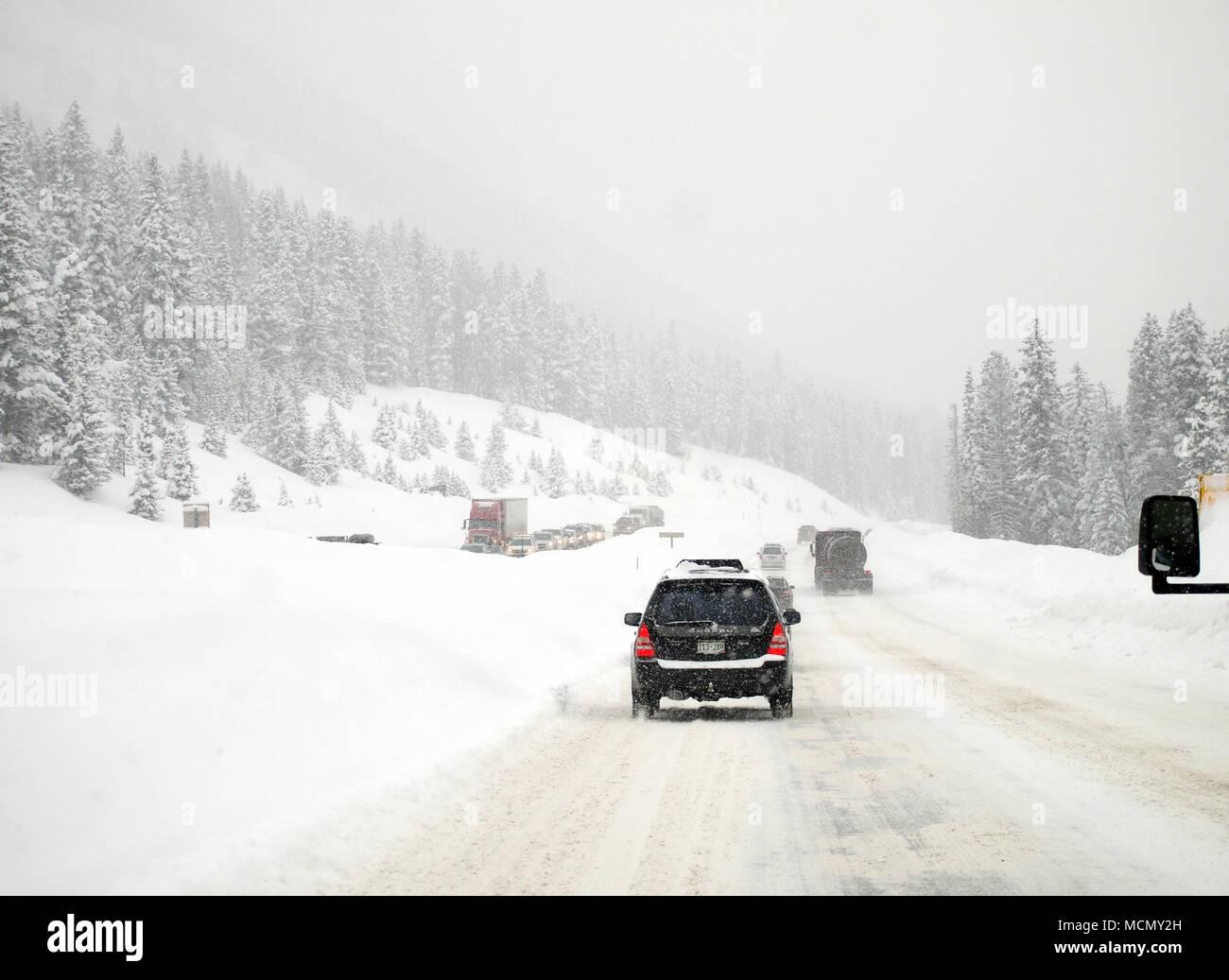 Colorado, verschneite Autobahn Stockfoto