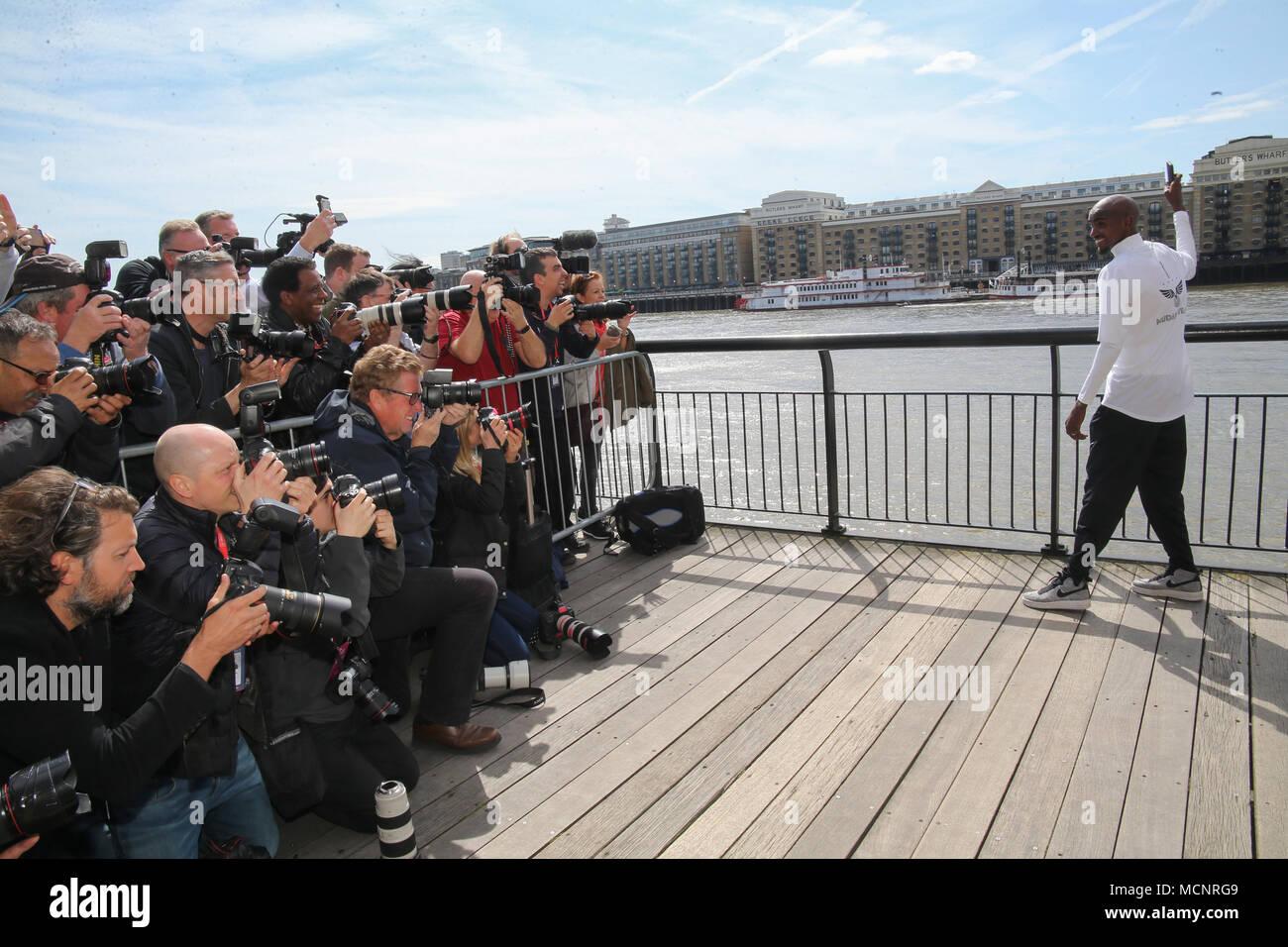 London, UK, 17. April 2018 Foto Gespräch mit Sir Mo Farah vor seiner Teilnahme in diesem Jahr Virgin Money London Marathon, von einer Pressekonferenz in der Rennwoche Media Center, das Tower Hotel @ Paul Quezada-Neiman/Alamy Leben Nachrichten gefolgt Stockbild
