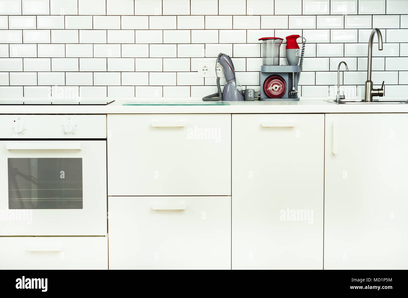Super Weiße minimalistische Küche Interieur und Design. Fliesen Wand HN94