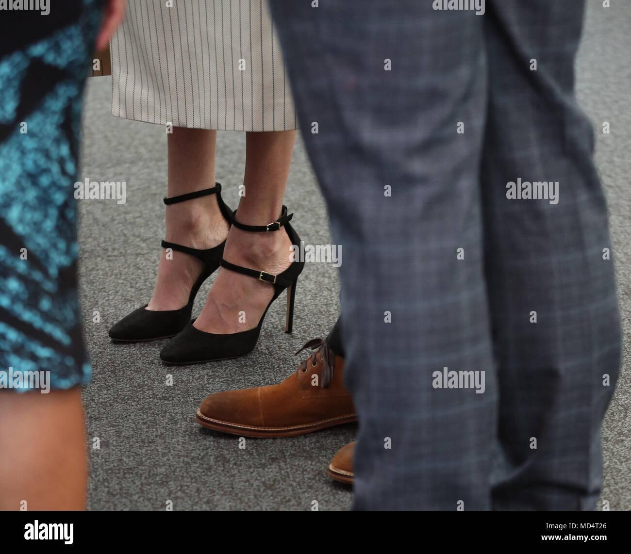Die Schuhe Von Prinz Harry Und Meghan Markle Bei Einem Empfang Fur