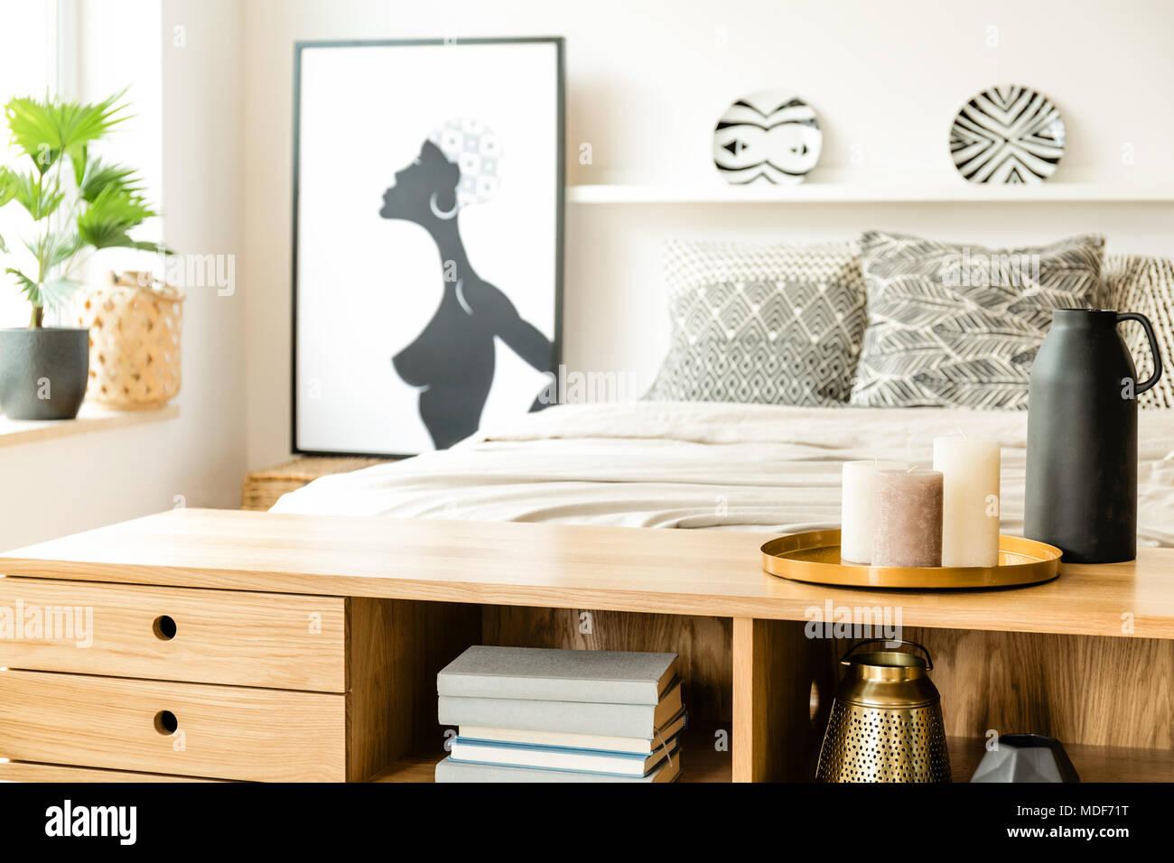 schlafzimmer kerzen, nahaufnahme einer holzgehäuse mit kerzen in einem schlafzimmer, Design ideen