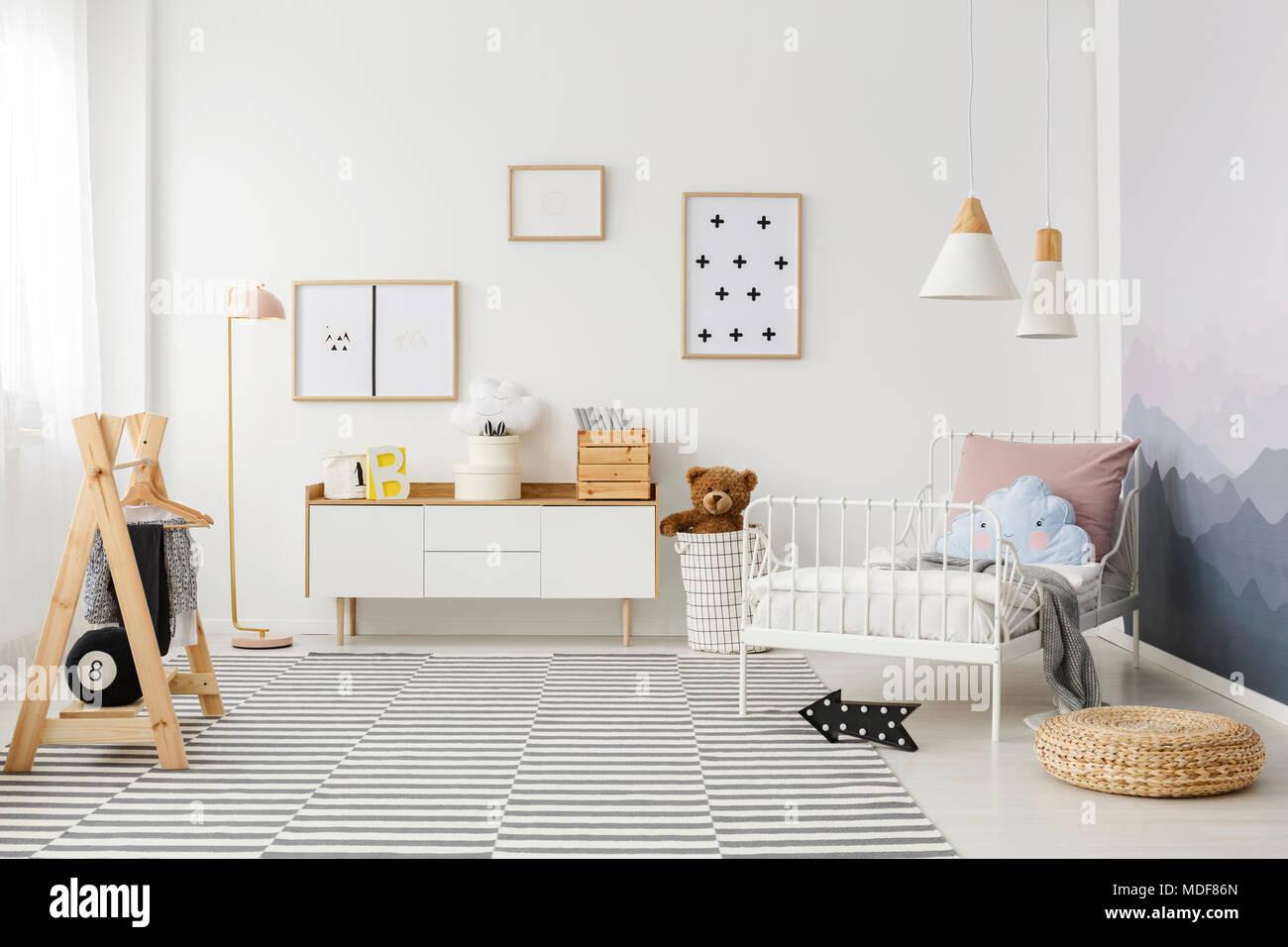 Großartig Kinderzimmer Bett Foto Von Einfache Poster An Der Wand Hängen In