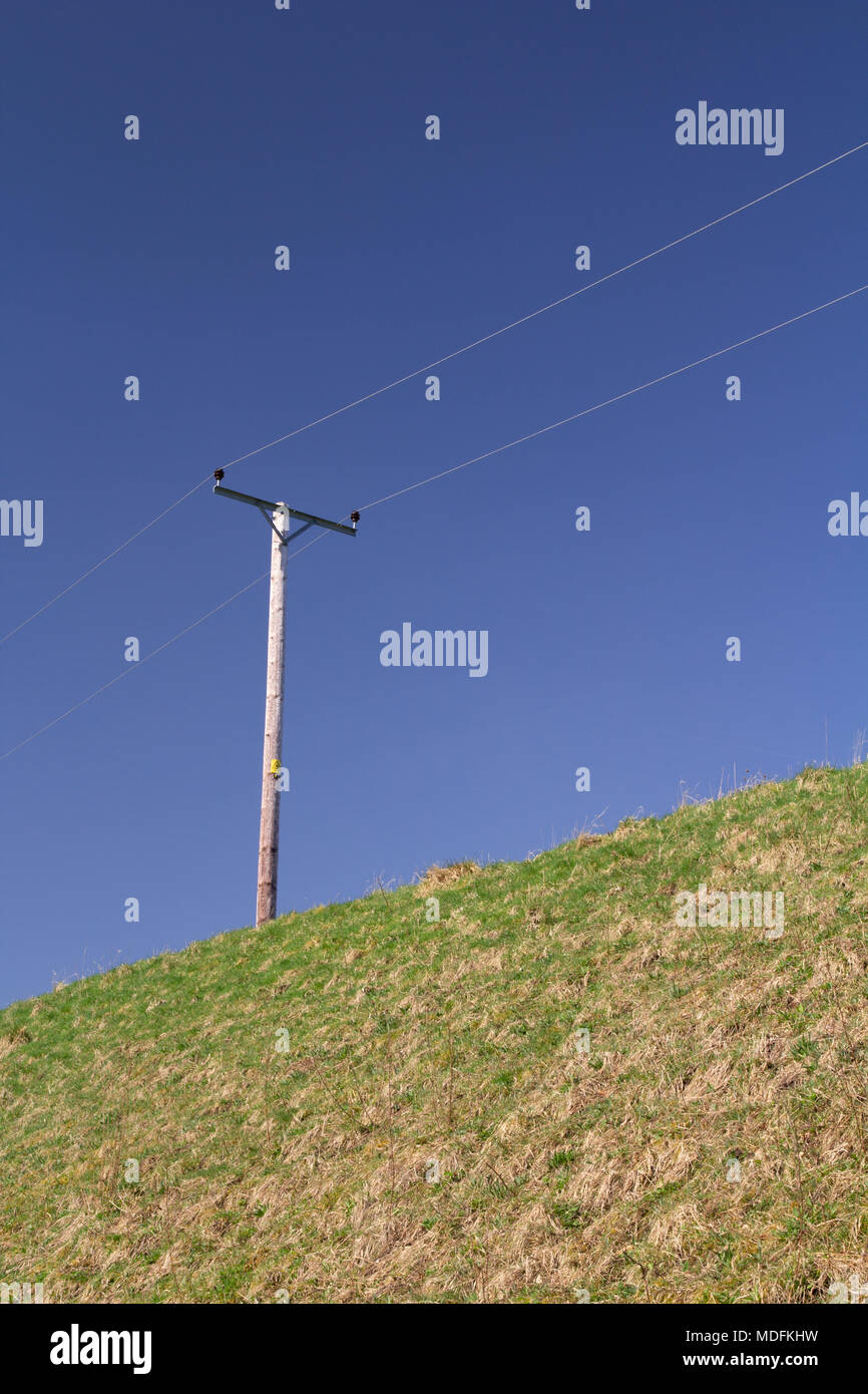 Elektrische Pole & blauer Himmel Stockbild