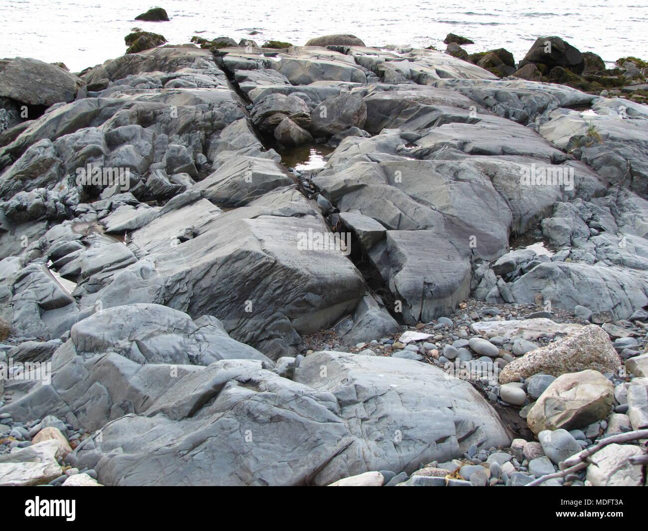 Zerklüfteten Felsformationen entlang der Küstenlinie von Chezzetcook Einlass, Nova Scotia, Kanada Stockbild