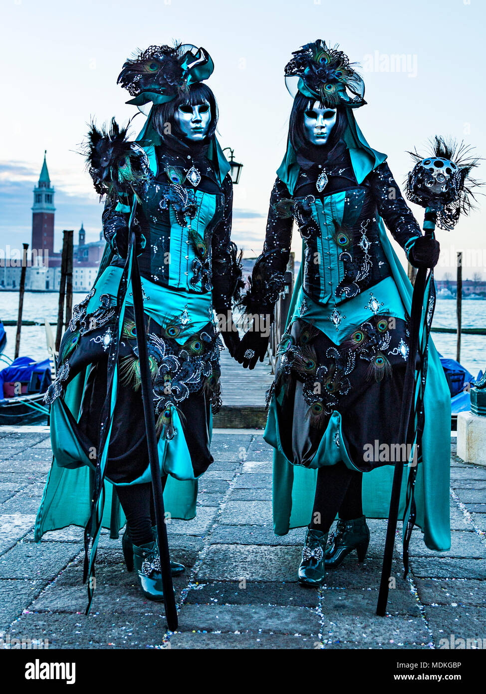 karneval in venedig kost me masken maskenball februar piazza san marco dem markusplatz. Black Bedroom Furniture Sets. Home Design Ideas