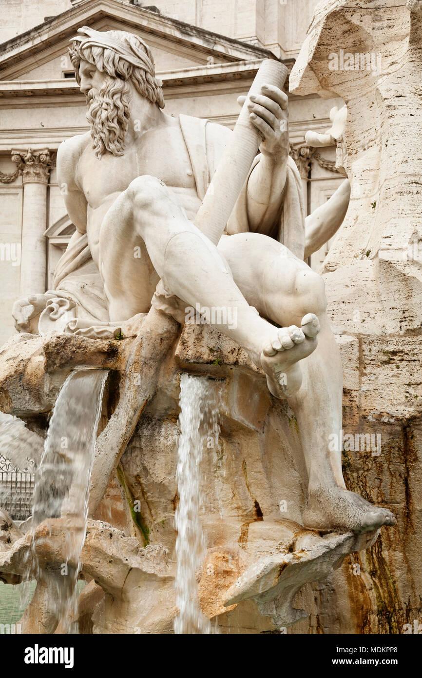 Skulptur an der Fontana dei Quattro Fiumi, Brunnen der vier Ströme, Architekten Bernini, Piazza Navona, Rom, Latium, Italien Stockbild