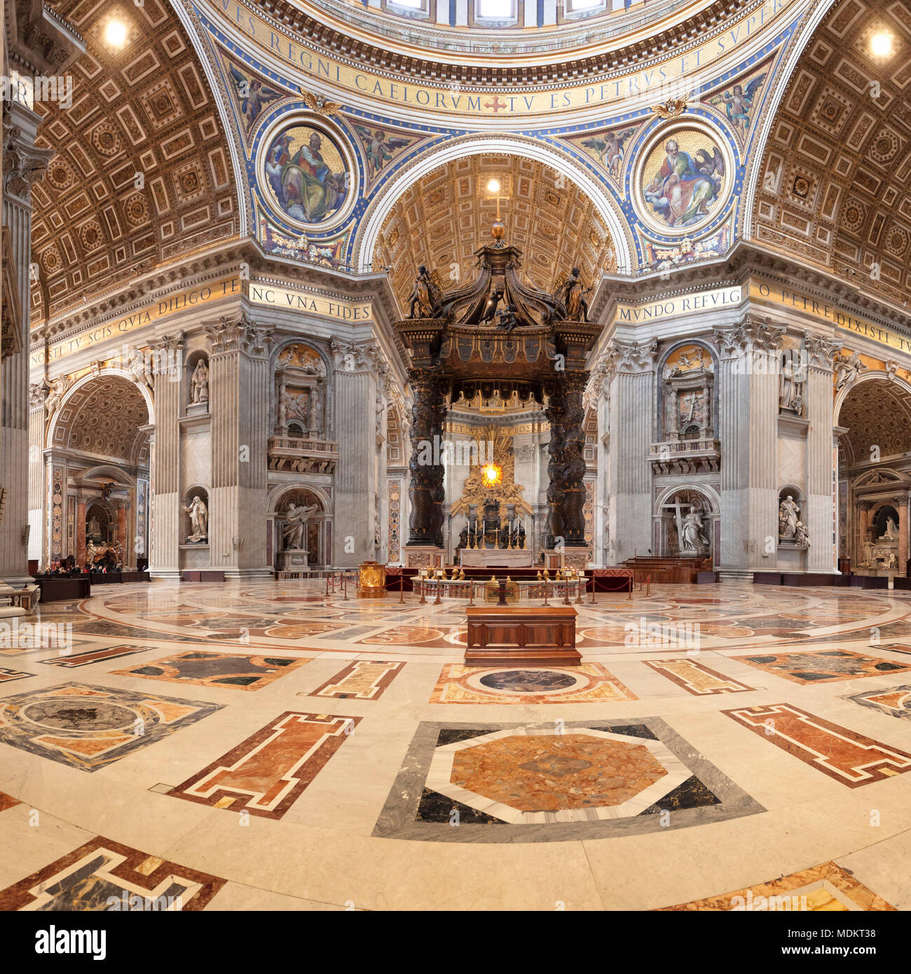 https://c8.alamy.com/compde/mdkt38/interieur-saint-peters-basilica-basilika-di-san-pietro-vatikan-rom-latium-italien-mdkt38.jpg