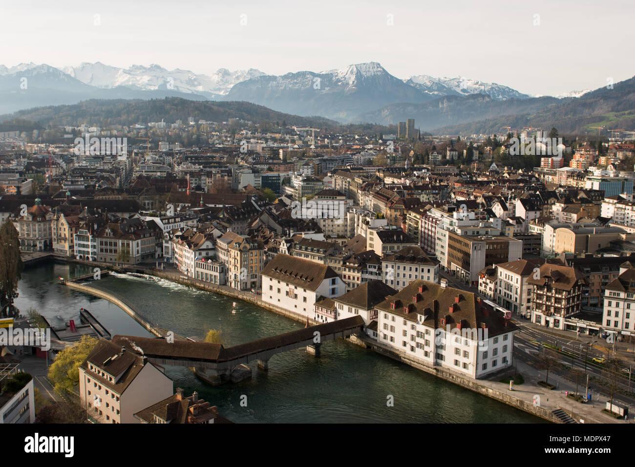 Morgen Blick auf Berg Pilatus und historischen Stadt Luzern, Schweiz. Stockfoto