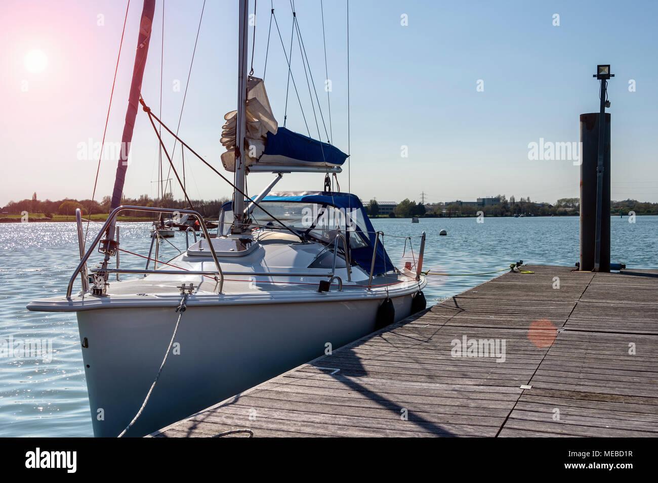 Moderne segelyachten  Moderne Segelyacht günstig auf einem privaten Ponton in Portsmouth ...