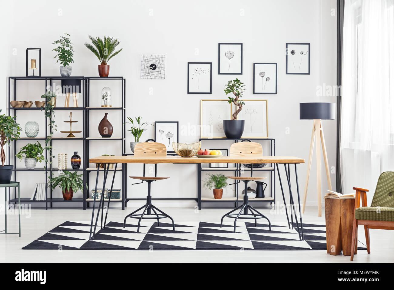 Haarnadel Tabelle mit Früchten in Weiß Wohnzimmer