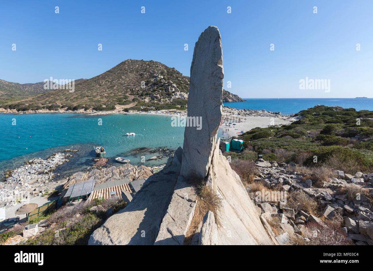 Die weißen Felsen Frame das türkisfarbene Meer und den Sandstrand Punta Molentis Villasimius Cagliari Sardinien Italien Europa Stockbild
