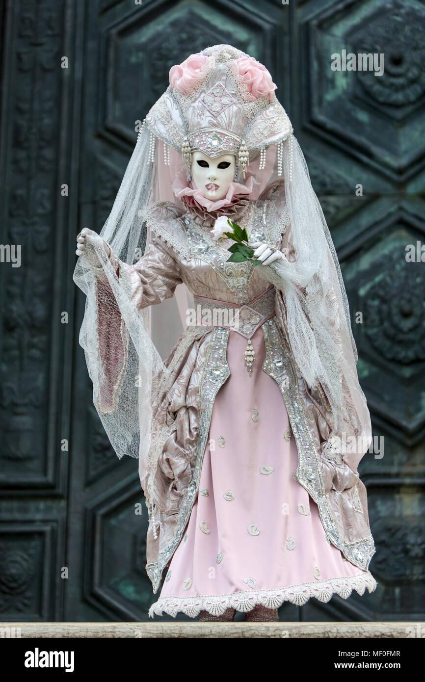 Historischen Karneval in Venedig mit Masken und Kostümen. Stockbild