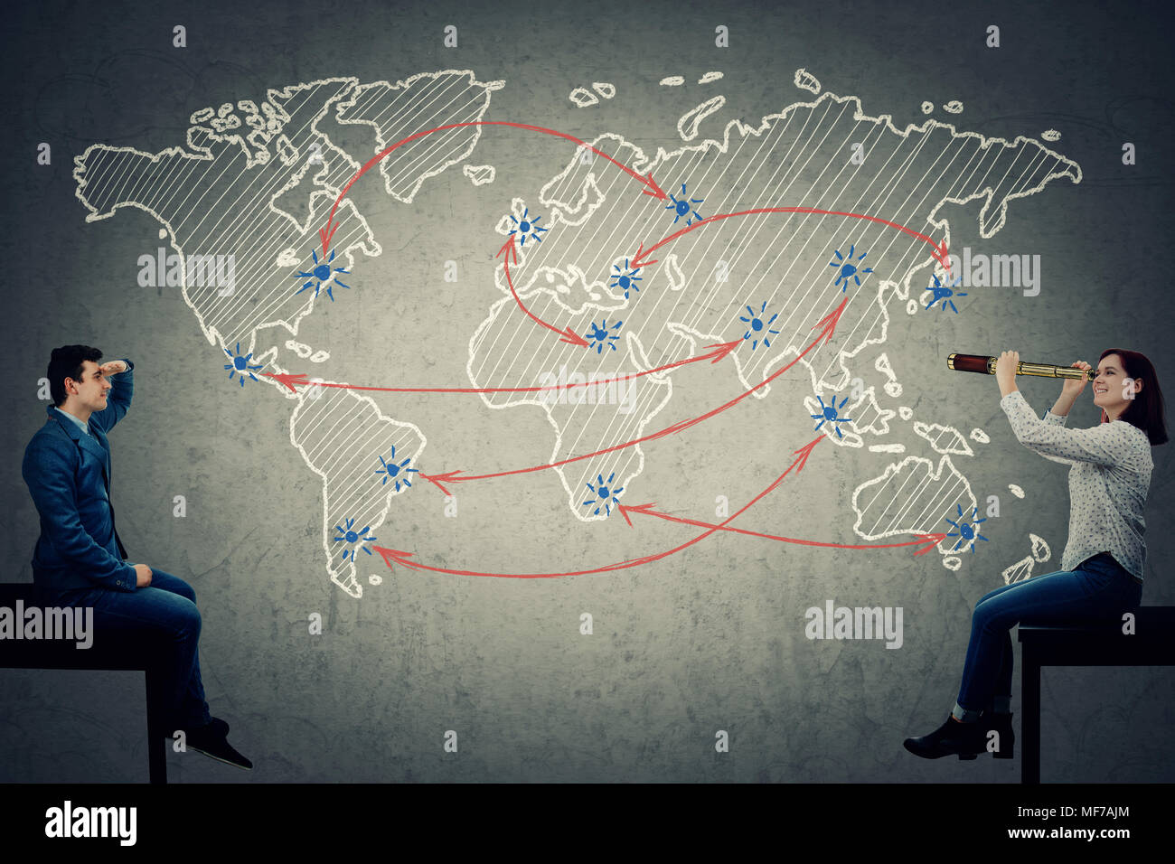 Global Business Konzept, wie ein junger Mann und eine Frau auf der Suche nach einer Route auf der Karte der Welt. Stockbild