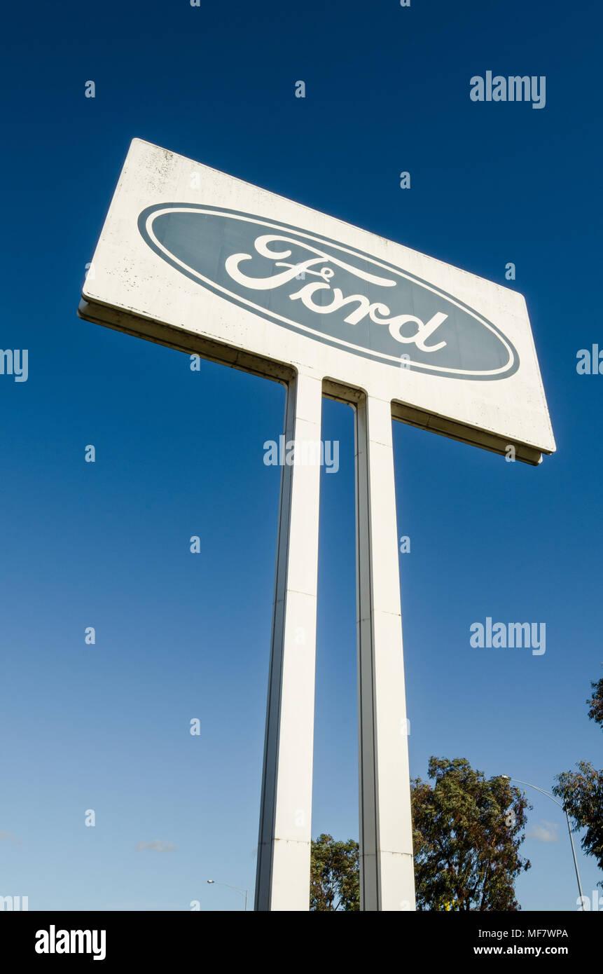 Ford Zeichen außerhalb stillgelegt Ford Auto Motor Factory, Norlane, Geelong, Victoria, Australien Stockbild