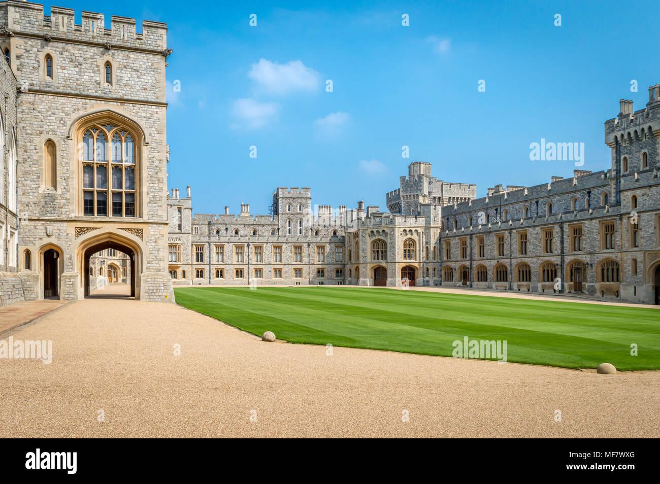 Windsor, Großbritannien - 05.Mai 2016: Blick von der oberen Station (Viereck) im mittelalterlichen Schloss Windsor. Schloss Windsor ist eine königliche Residenz im Windsor in Stockbild