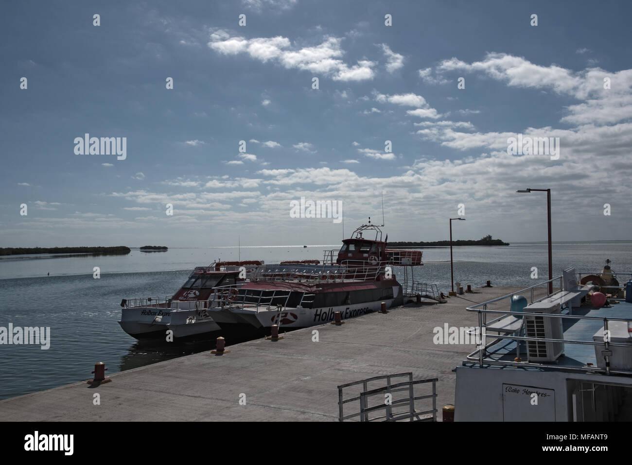 Drei Fähren im Hafen von Holbox, Quintana Roo, Mexiko Stockbild