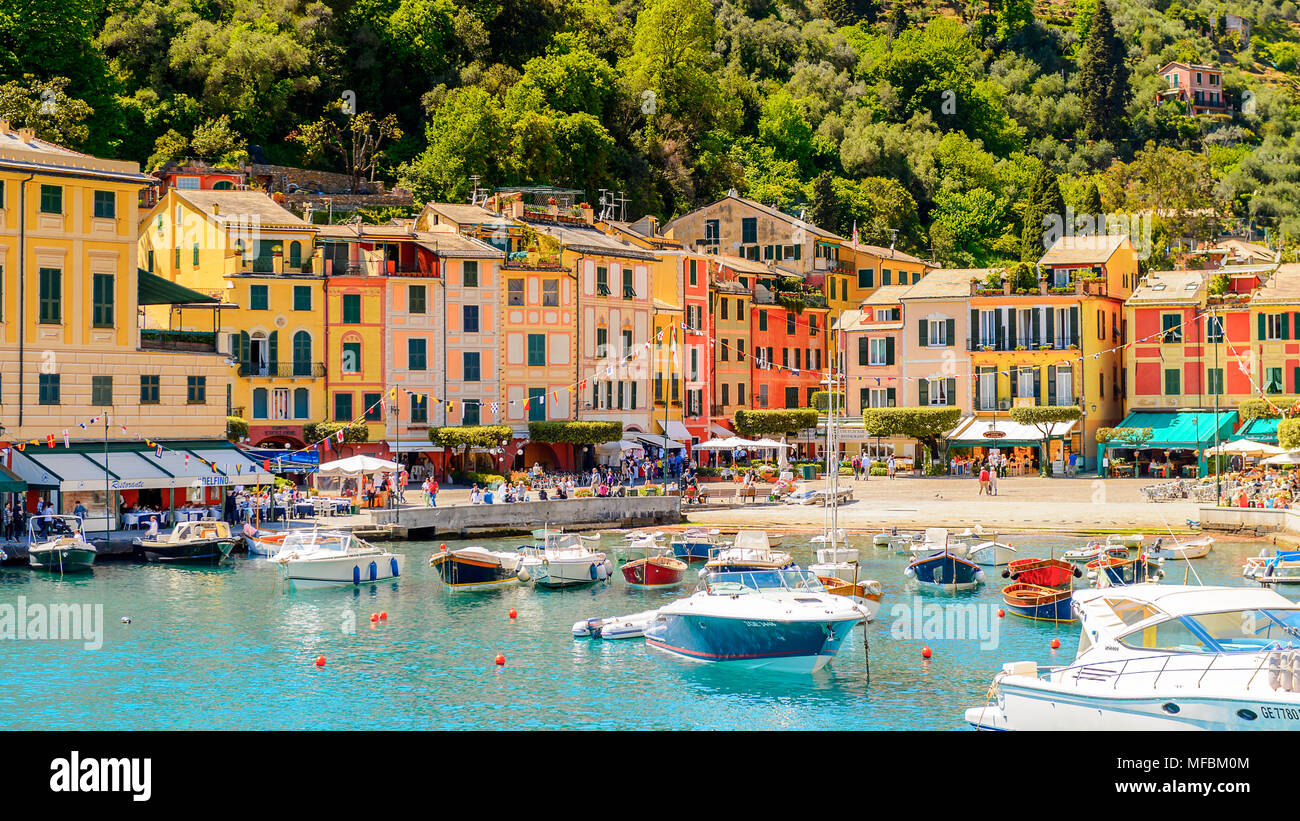 Portofino, ist ein Italienisches Fischerdorf, Provinz Genua, Italien. Ferien Resort mit einem malerischen Hafen und mit Prominenten und künstlerischen Besucher Stockbild