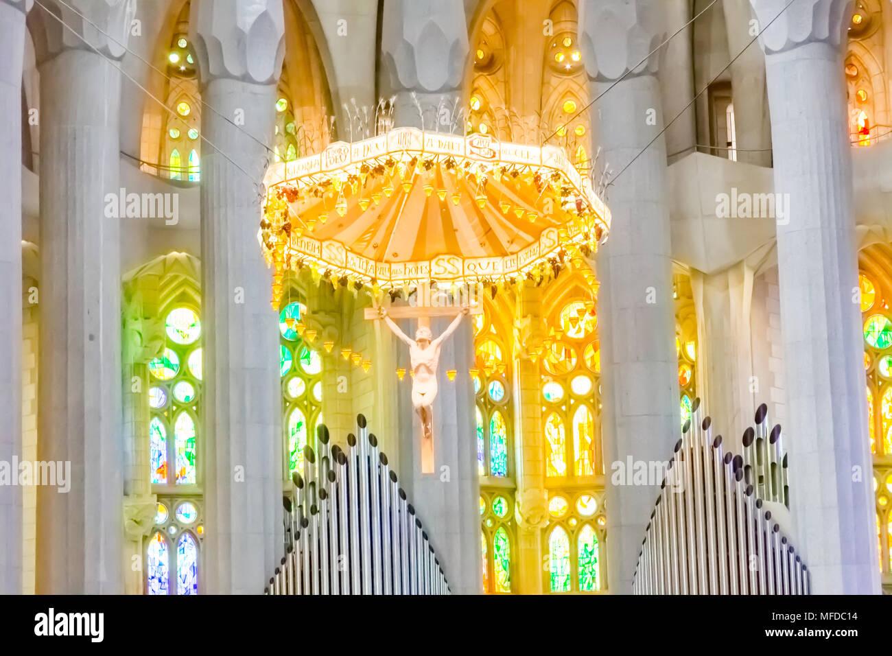 Barcelona/Spanien - 19. März 2015: Das Interieur der Kirche Sagrada Familia in Barcelona, entworfen von Antoni Gaudi. Stockbild