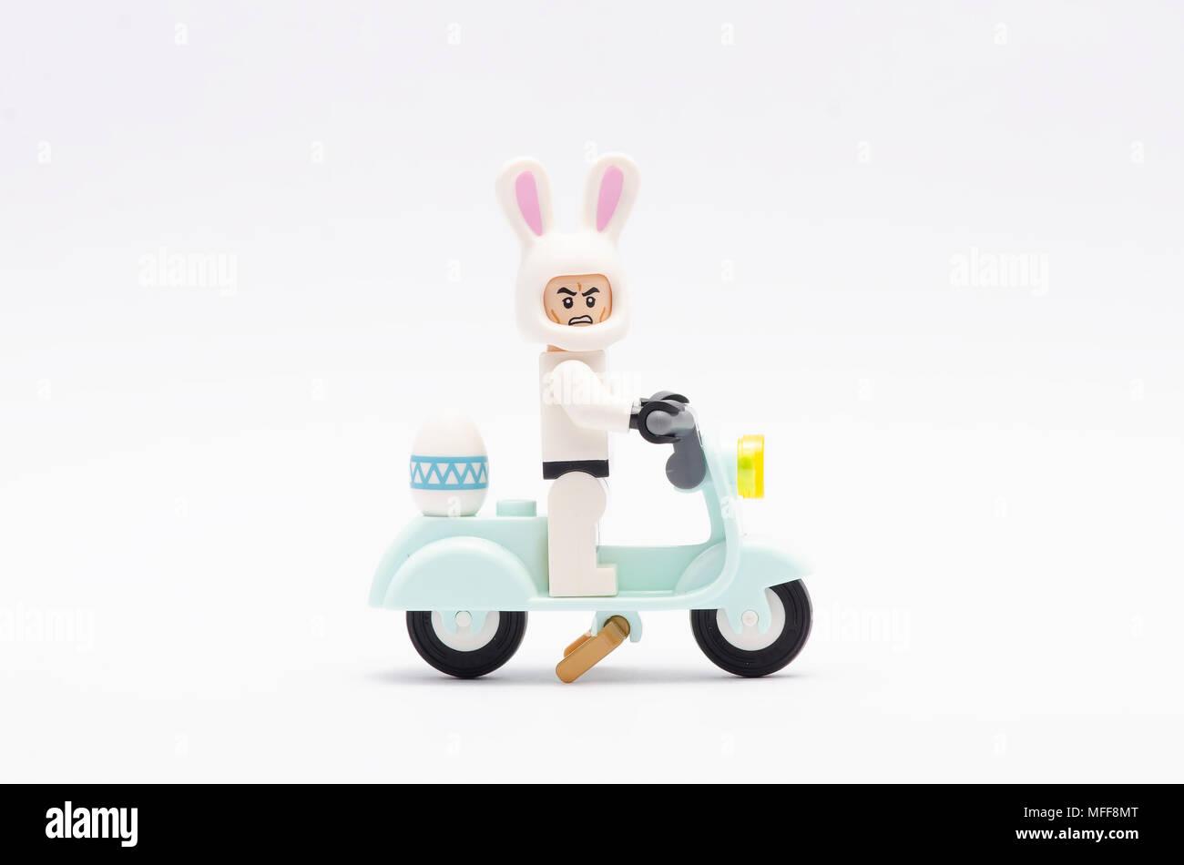 Happy Easter Bunny Cartoon Isolated Stockfotos & Happy Easter Bunny ...