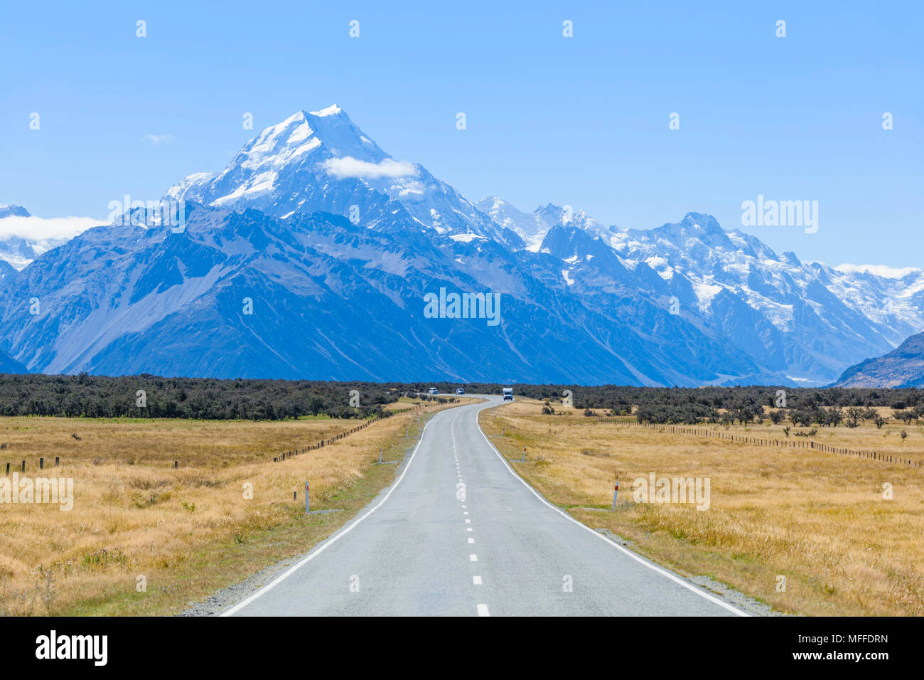 Neuseeland Südinsel Neuseeland eine gerade, leere Straße ohne Verkehr in Cook Nationalpark Neuseeland Mount Stockbild