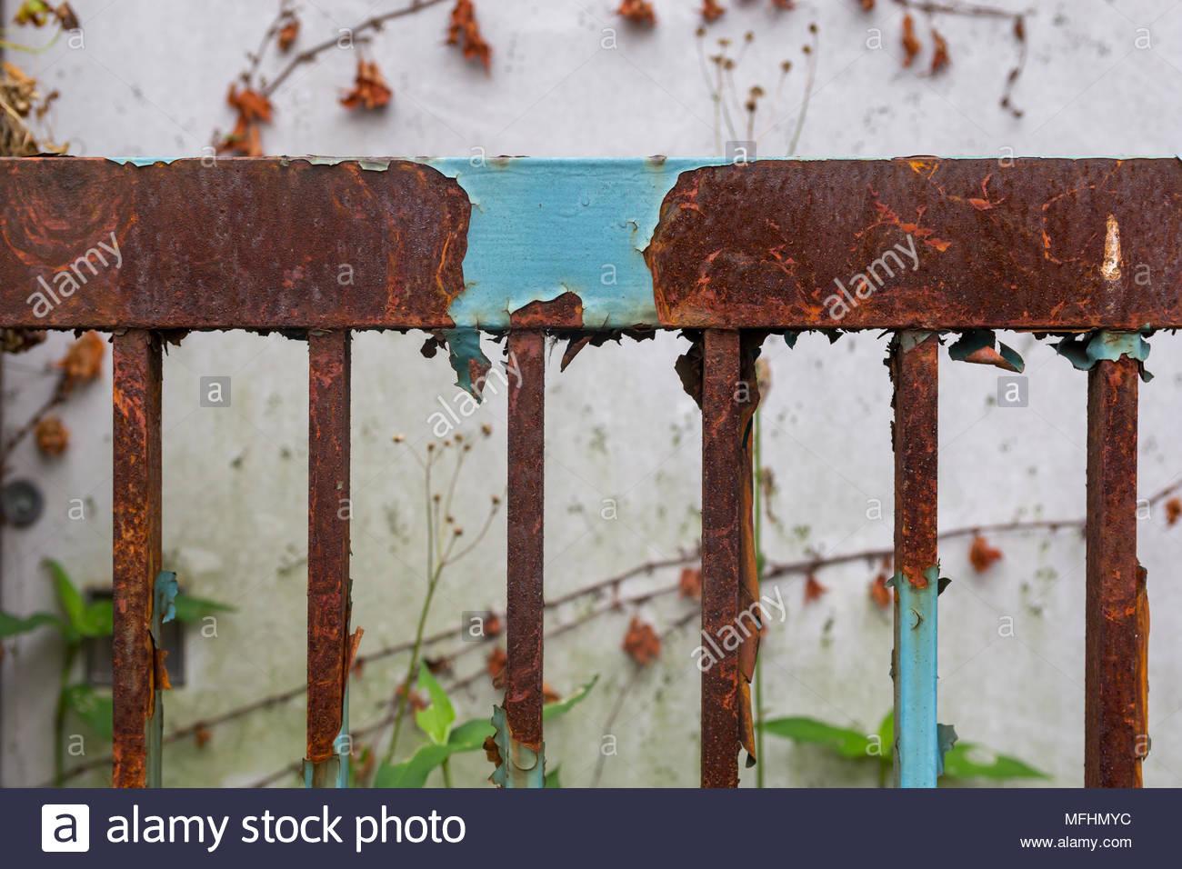 Rostiger Zaun Stockfotos Rostiger Zaun Bilder Alamy