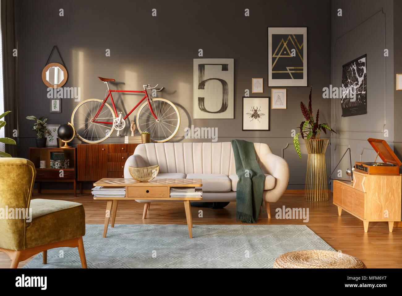 Grune Decke Auf Einem Sofa In Vintage Wohnzimmer Einrichtung
