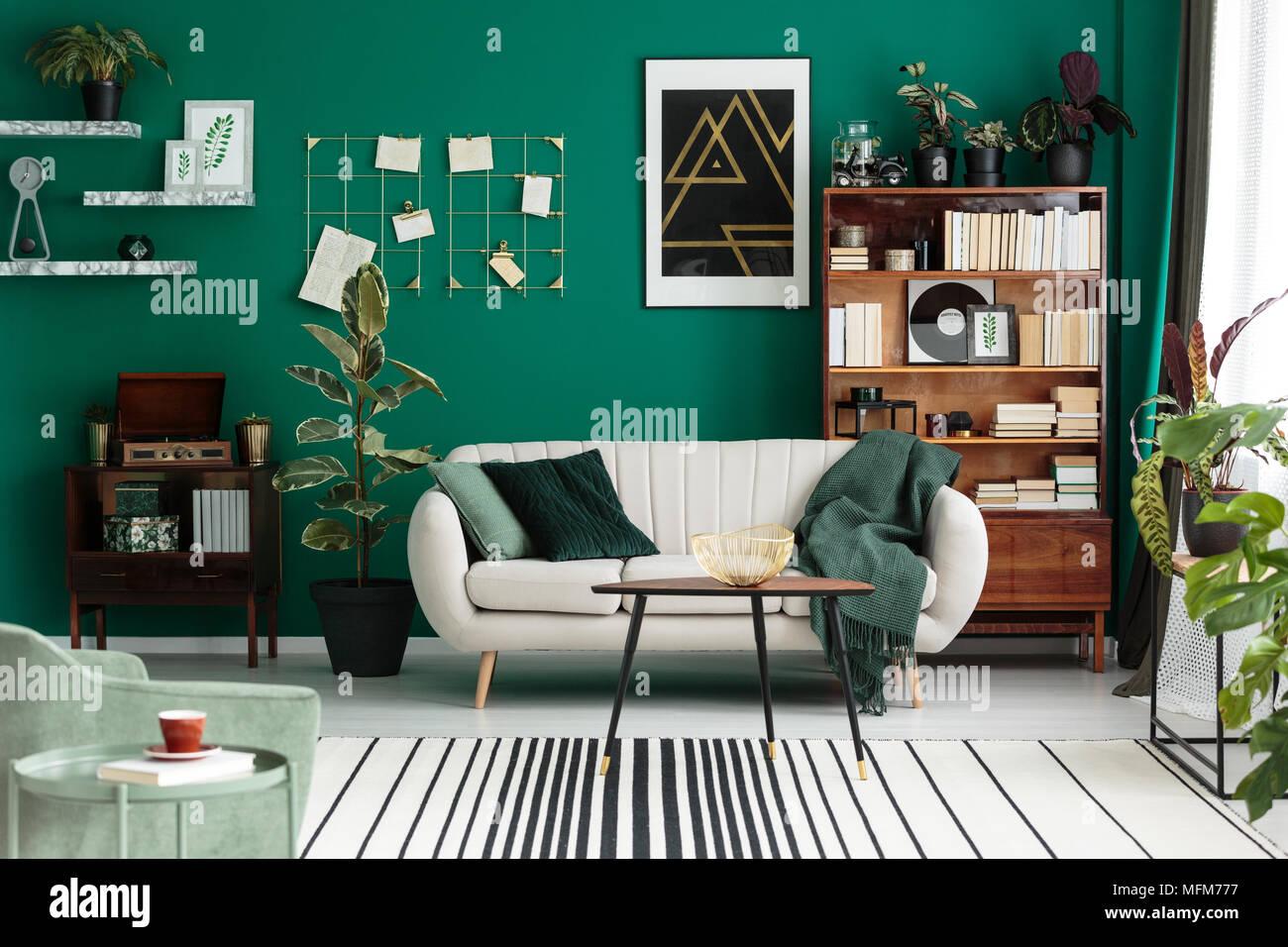 Modernes Design Botanic Wohnzimmer Mit Gemütlichen Beige Sofa