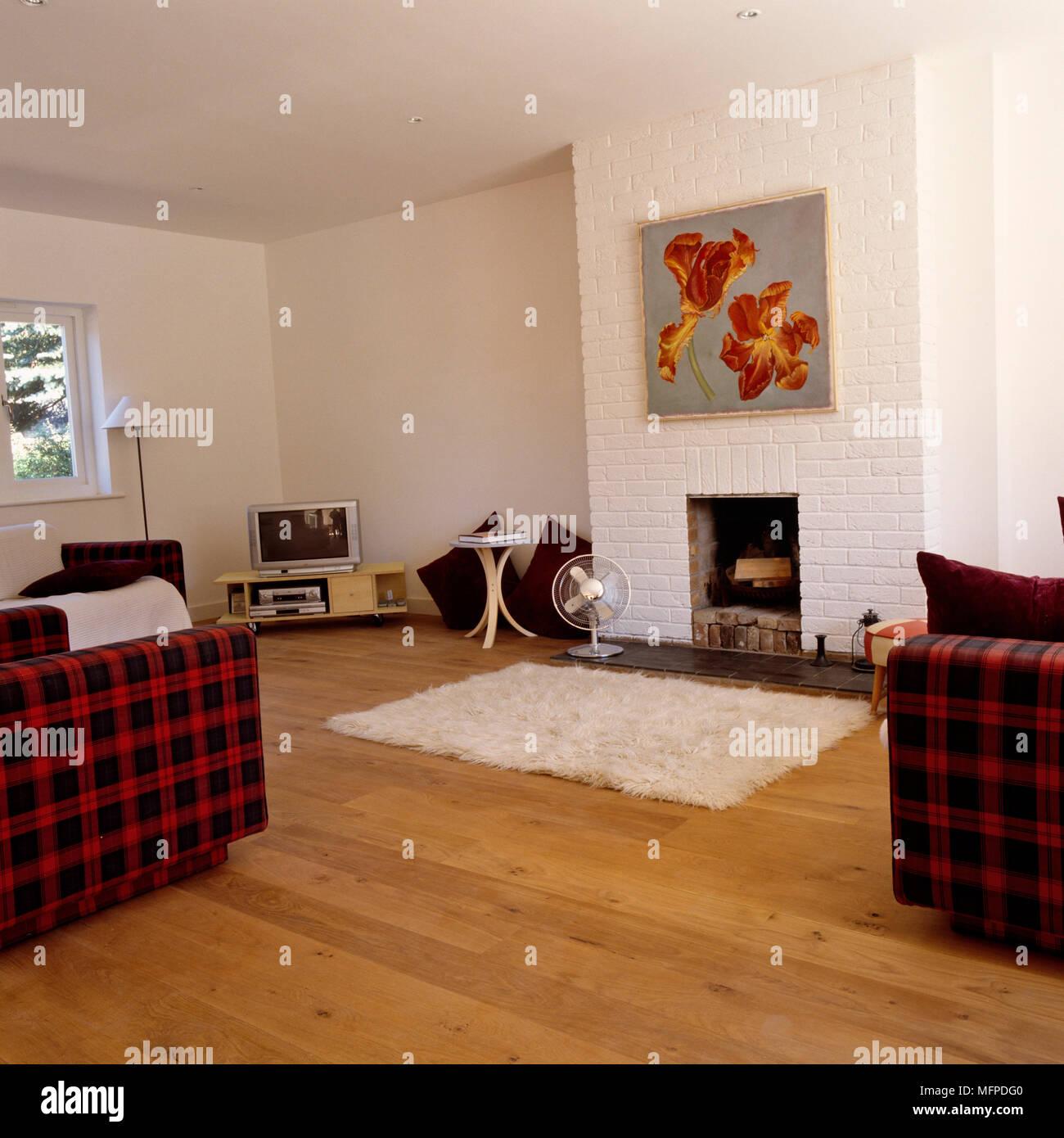 Einfache Kamin Im Wohnzimmer Mit Fernseher In Der Ecke Stockfotografie Alamy