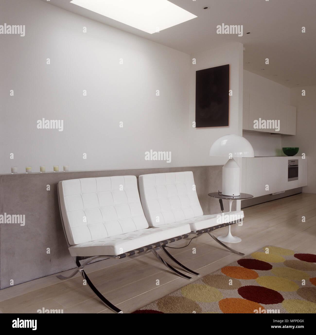 Designer Möbel im Wohnzimmer, Mies van der Rohe Ledersesseln und ...