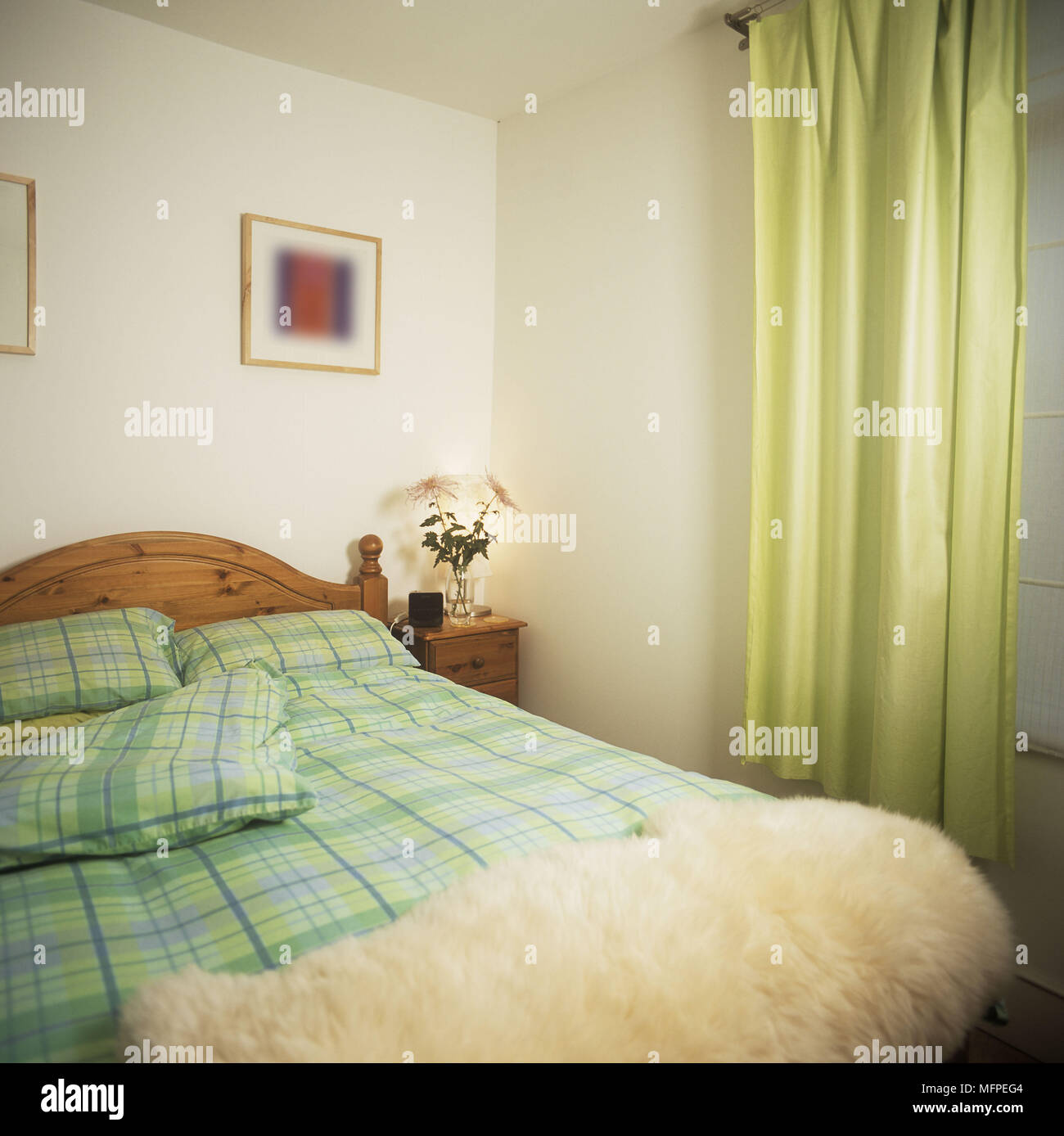Modernes Schlafzimmer Bett Aus Holz Grün Und Gelb Abdeckung Prüfen