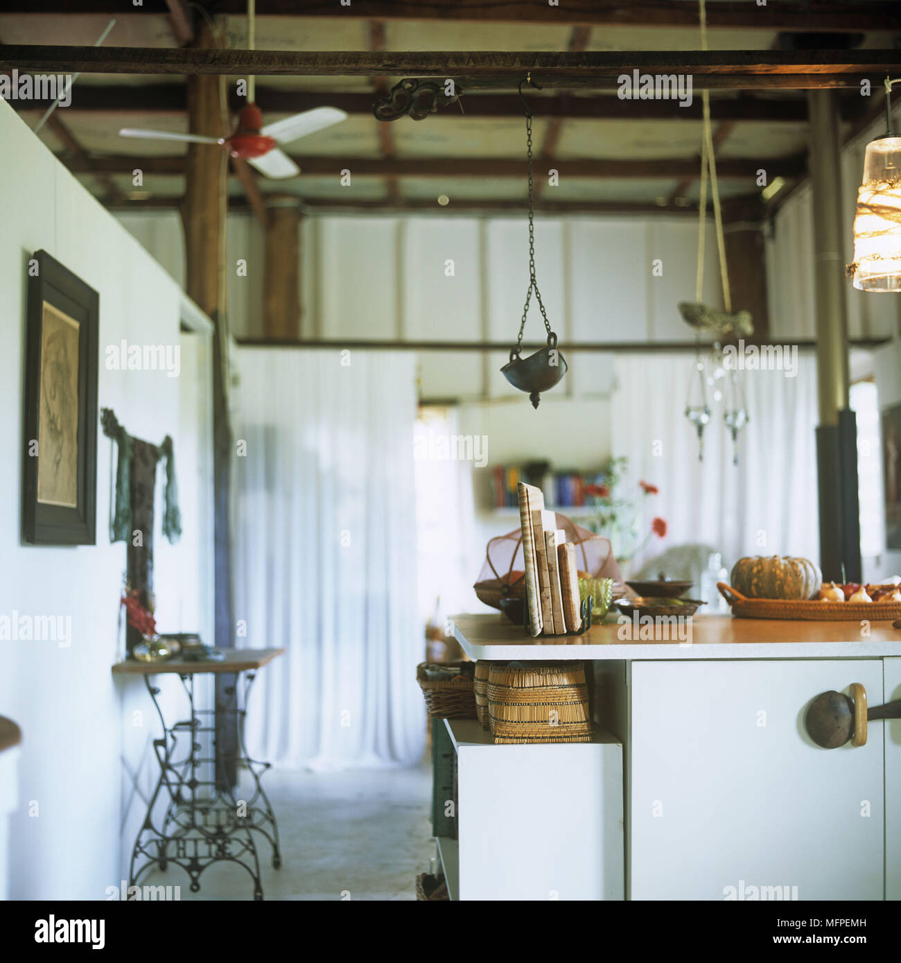 Basket Ceiling Stockfotos & Basket Ceiling Bilder - Seite 2 - Alamy