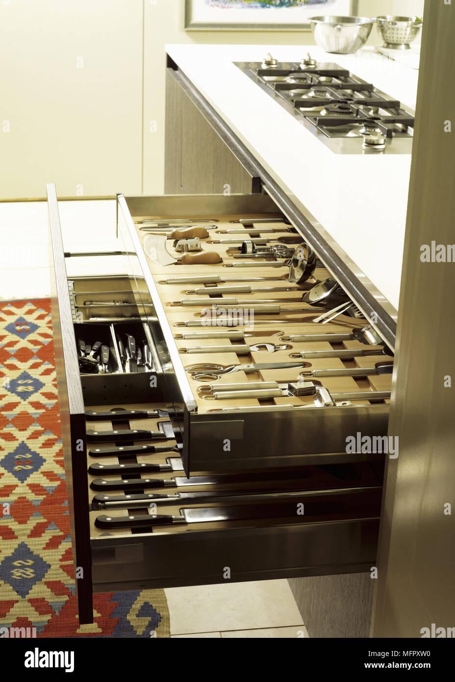 Besteck Schubladen Aufbewahrung Von Messern Und Kochgeschirr Offnen Stockfotografie Alamy