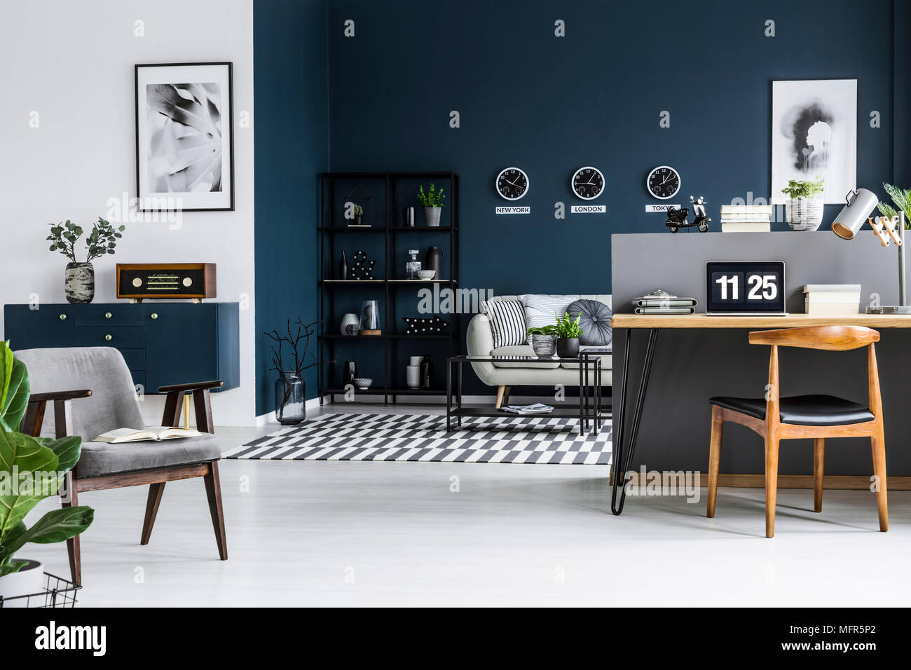 Corner Cabinet Stockfotos & Corner Cabinet Bilder - Alamy