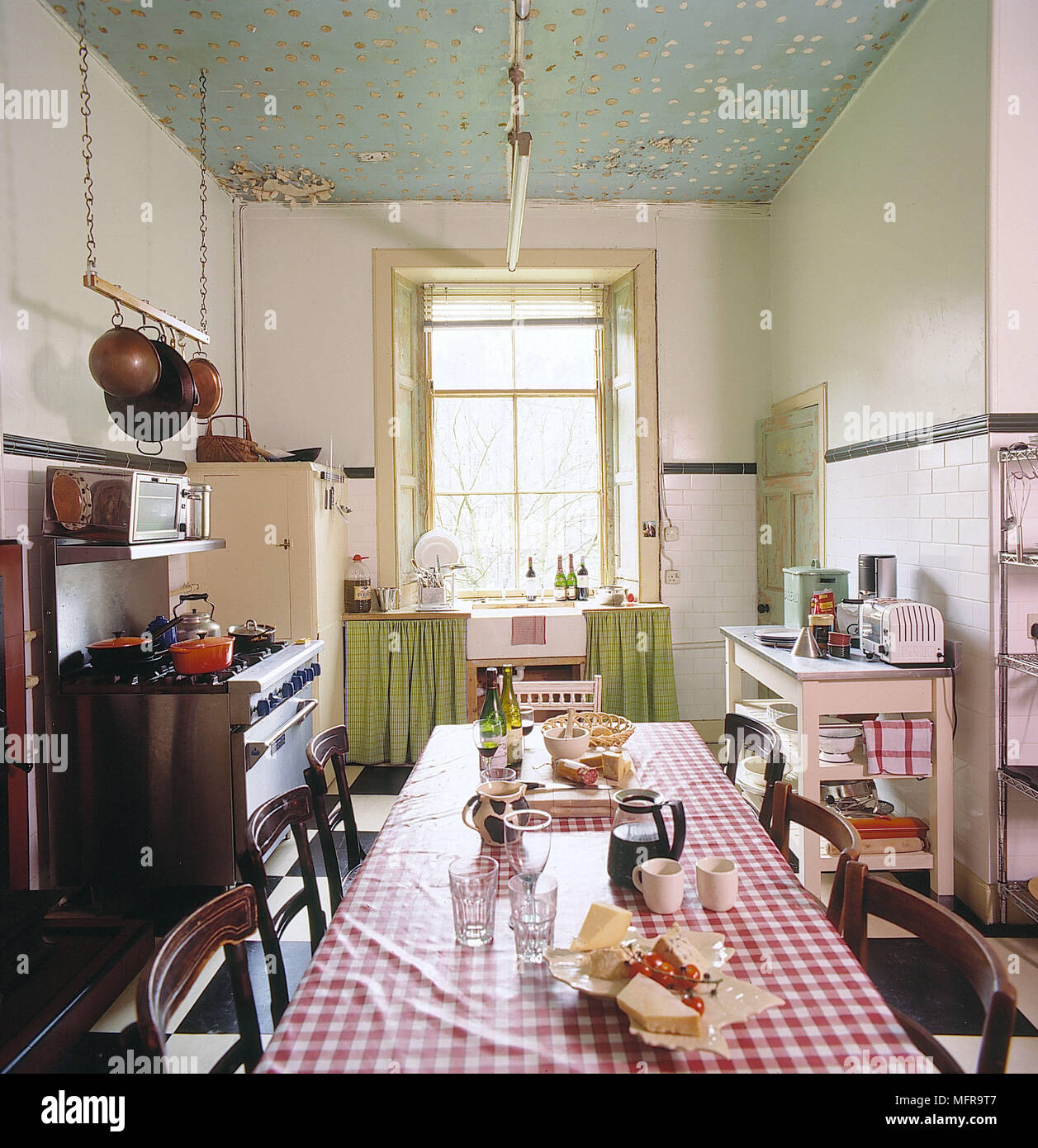 Interiors Traditional Kitchens Green Stockfotos & Interiors ...