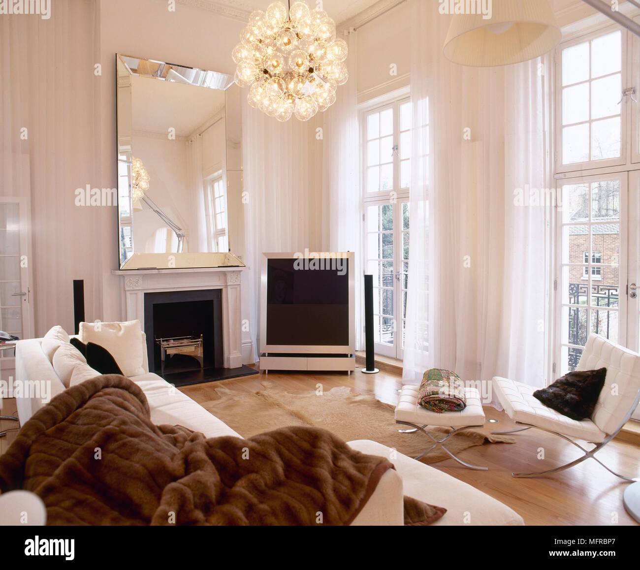 Dekadente Wohnzimmer mit Holzfußboden, Designer Möbel ...