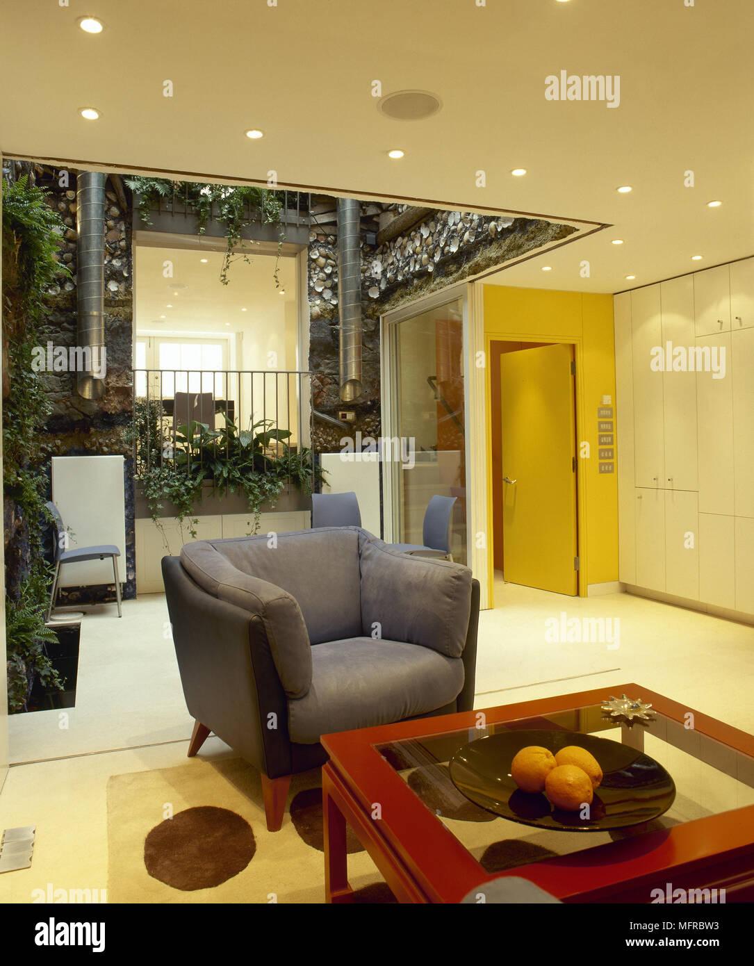 Innenarchitektur Glaswand Wohnzimmer Dekoration Von Offenes Mit Leder Clubsessel, Glas Couchtisch, Einbauleuchten