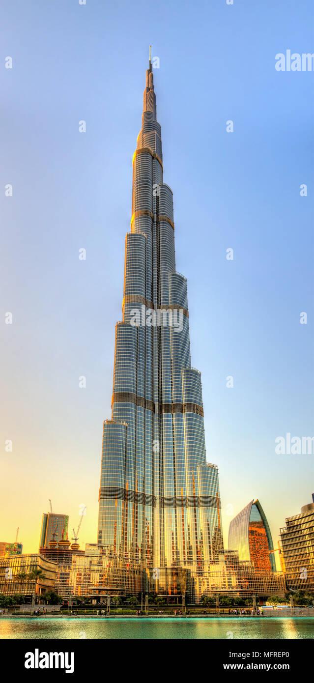 DUBAI, Vereinigte Arabische Emirate - 1. Januar: Ansicht des Burj Khalifa Tower in Dubai auf J Stockbild